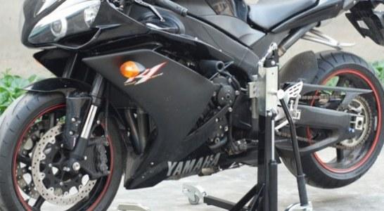 Futur motard chevronné? N'oubliez pas le lève moto !