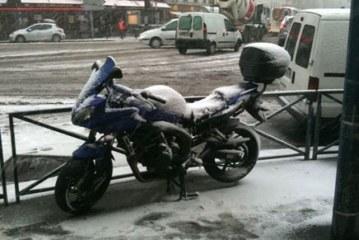 Comment réussir à démarrer sa moto à froid et en hiver ?